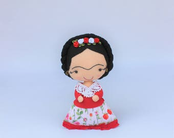 Frida artist, unique gift, Frida doll, personalized gift, feminist gift, frida gift, mexican artist, Frida Kahlo felt doll, frida kahlo gift