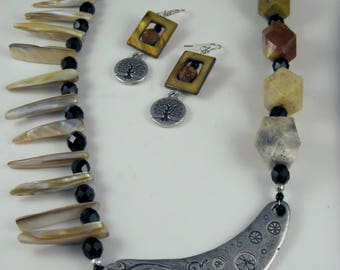 Beautiful Asymmetrical Necklace Set with Mother of Pearl and Agate