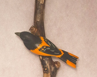 Baltimore Oriole - left facing. Handcrafted, carved  wooden bird, painted bird, home decor, wall decor, Made in USA