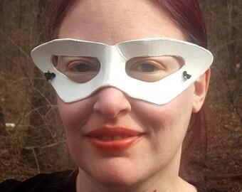 Weiße Tuxedo Mask - spitz eingefasst geformten Anime Ledermaske - Cosplay Kostüm