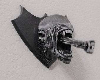 Mounted Xenomorph Head Hunting Trophy inspired by Aliens Movies