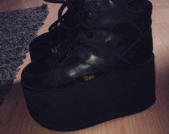 Black Buffalo round with 10cm platform. Rave club kid 90s sneakers: spice girls.