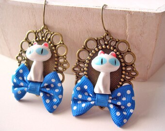 White cat  dangling earrings with blue bows