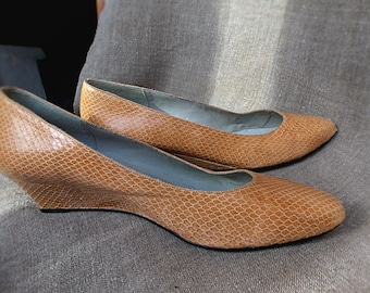 Real snakeskin,women's shoes pumps,beige shoes.SZ 10,5\Casual,clasic\
