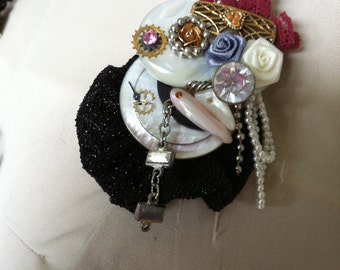 Shabby Chic Brooch meets steampunk