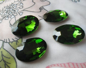 Spring Green 25x18mm Oval Crystal Gems Foiled 4 Pcs
