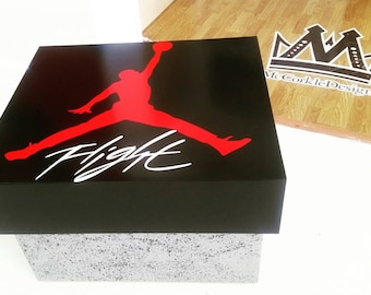 Air Jordan & Nike shoebox storage case stores up to 12 pairs of sneakers plus accessories !