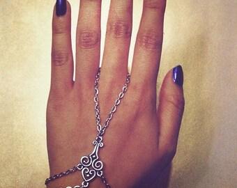 Livia hand chain