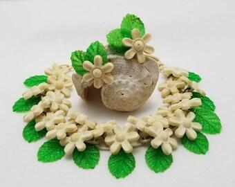 White Flower Necklace & Earrings Set