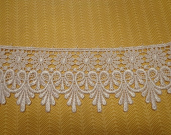 "Gorgeous 2 3/4"" Wide Rayon Venice Lace Trim in White - 1 Yard"