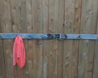 Vintage Ski Snow Downhill Coat Rack Hanging Rustic Cabin Lodge Wall Decoration Wood Metal binding Christmas Holiday Gift Wedding Winter Blue