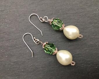 Boucles d'oreilles perles, boucles d'oreilles de cristal vert péridot, argent Sterling boucles d'oreilles perle, solde