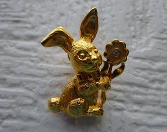 Vintage Avon rabbit bunny pin/Vintage avon goldtone rabbit brooch/Avon Honey bunny pin brooch/Avon tac pin lapel pin/Prendedor de conejo