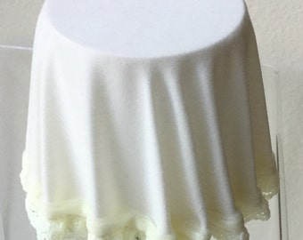 Dollhouse Miniature Chrysnbon Ivory Skirted table (ITZ)