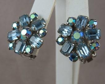 Vintage Weiss Blue Rhinestone Clip-On Earrings