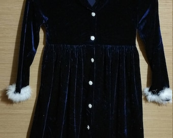 The most adorable little girl, navy blue velvet, 1980's  holidayday vintage ddress .