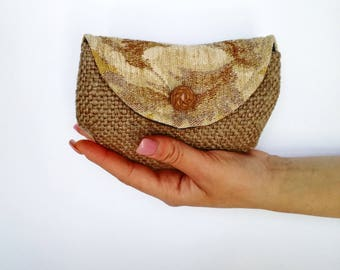 Jute Mini clutch with rose-shaped vintage button