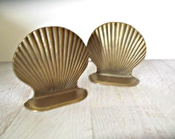 Brass Seashell Bookends, Vintage Pair Brass Clam Shell , Nautical Decor, Mid Century Modern Brass