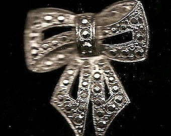 10 Old VINTAGE PINS / BROOCHES
