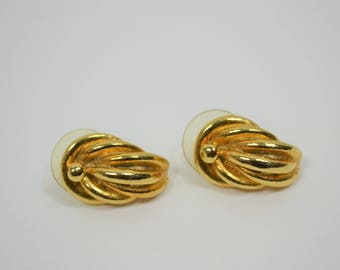 Vintage Faux Gold Earring