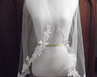 "45"" Long Knee Length Beaded Venise Lace Edge Wedding Veil"