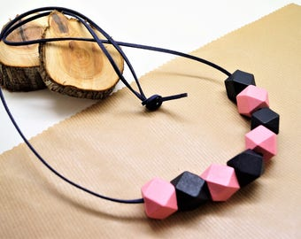 Kit necklace, navy blue suede cord 1 m, 8 polygon beads wood, navy blue, pink, 20 mm