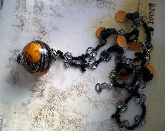 Handgemachte einzigartige Glas und Vintage Halskette Schwarz Orange