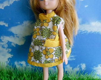 2 PIECE DOLL OUTFIT, handmade with 1960s print and perfect for 6-7 inch/ 14-16cm dolls like Garden Gals, Lottie and Mini American Girl