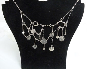 Silver contemporary necklace