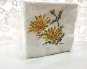 Vintage Napkins. Paper Hankies. Daisies. Yellow, Green. 40 Available.