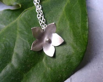 Pendant on a silver chain 925/1000 collection modern Flower necklace