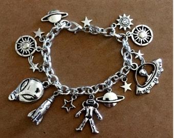 Alien Charm Bracelet - Antique Silver - SC271E
