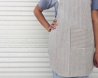 Womens pin strip apron - womens kitchen apron - minimalistic apron - canvas apron - striped apron - apron wirh pocket
