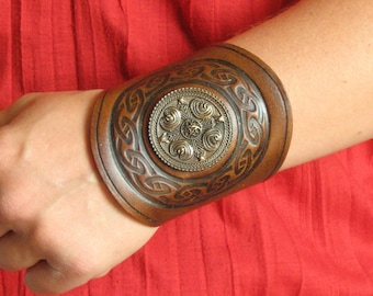Medieval Tribal LARP Viking Armor Celtic Round Design Stamps Leather Cuff Bracer with Concho