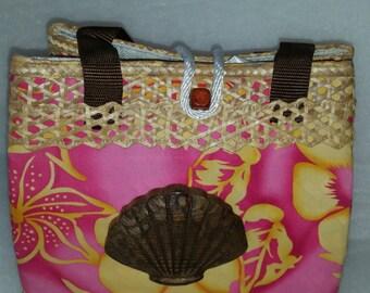 Bahamian Straw Handbag with Wood Shell Carving