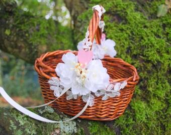 Rustic Wedding Basket, Flower Girls Basket, Nature Woodland Vintage Rustic Outdoor Weddings Basket, Brown White Weddings Decor, Spring