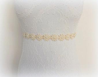 Ivory floral elastic waist belt. Ivory lace flowers decorated with Ivory pearls. Wedding belt. Bridal/ Bridesmaid belt.