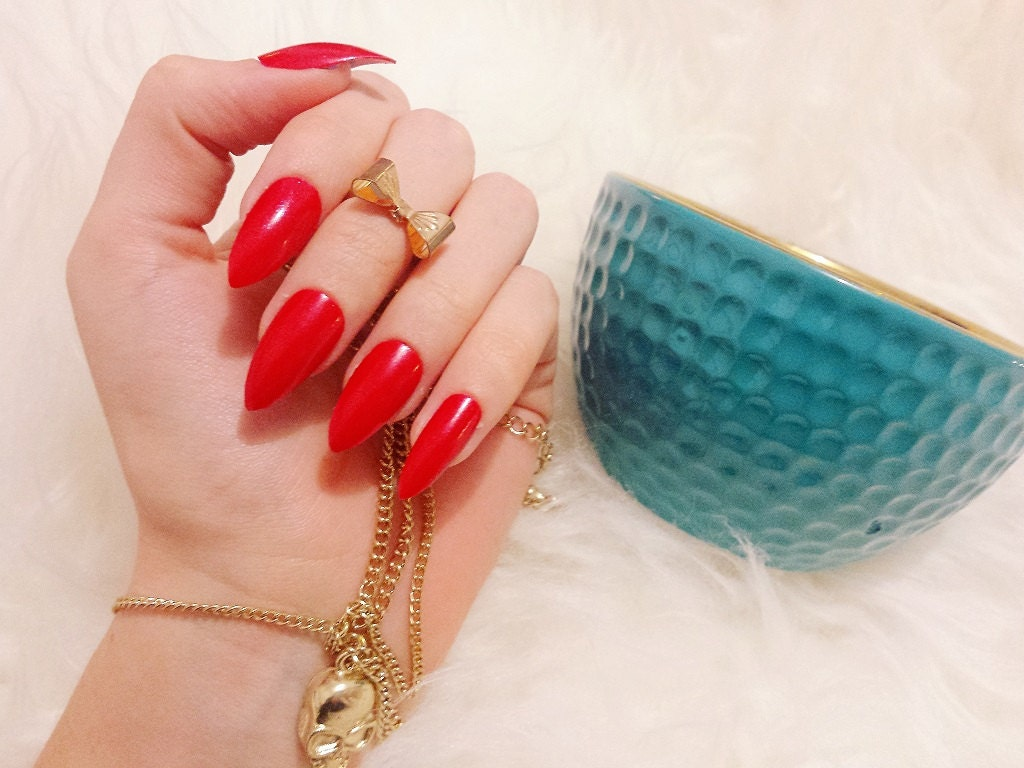 Classic Claws | Red Press on Nails