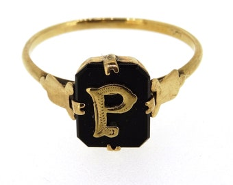 A 9 Crt Gold Signet Ring with the Letter P
