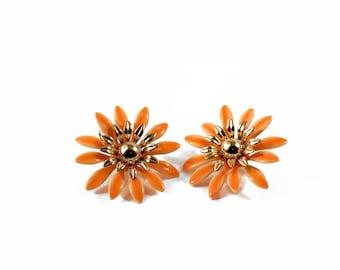 Vintage Orange Enamel Flower Clip Earrings Signed SARAH COVENTRY * S513 Retro