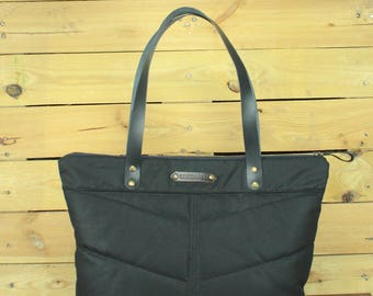 Waxed Canvas tote bag, Travel bag, canvas tote, black Waxed bag, hand-padded bag, shopping bag, Tote bag with leather, zipper bag.