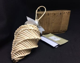 Perfume DIFFUSER in rattan and organic essential oils or perfume refillable inside long shelf life will