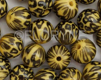 Set of 12 beads 10mm round yellow and black resin