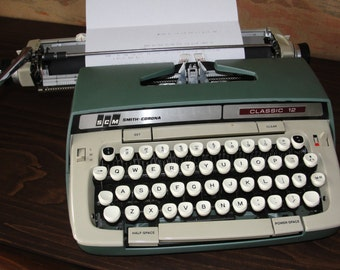 Vintage Smith Corona Classic 12 Typewriter with case