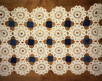 Vintage doily placemats, set of 2