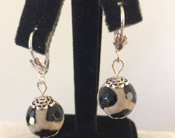 Black and taupe earring