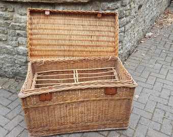 French Vintage Wicker Trunk / Large French Trunk / Wicker Trunk / Wicker Steamer Trunk / Vintage Trunk / Large Wicker Basket / Shabby Chic