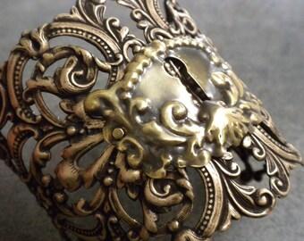 Steampunk Cosplay Jewelry Statement Cuff Escutcheon Bracelet Key Hole