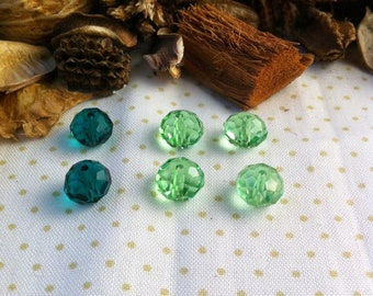 6 beads emerald green and green, 10 x 8 mm faceted Crystal