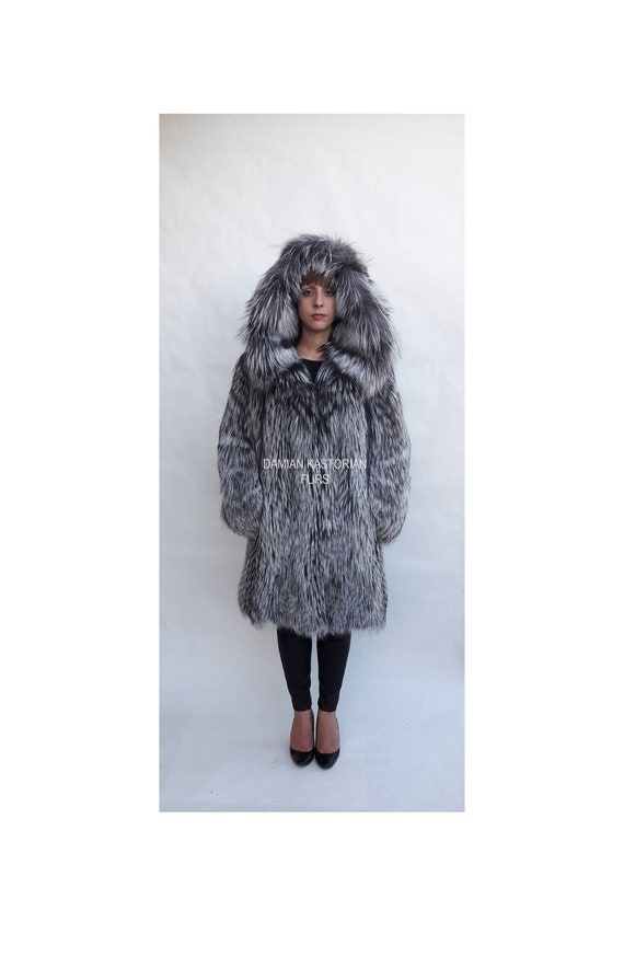 SiLVER fOX fUR COAT fULL SKIN WiTH HOOD
